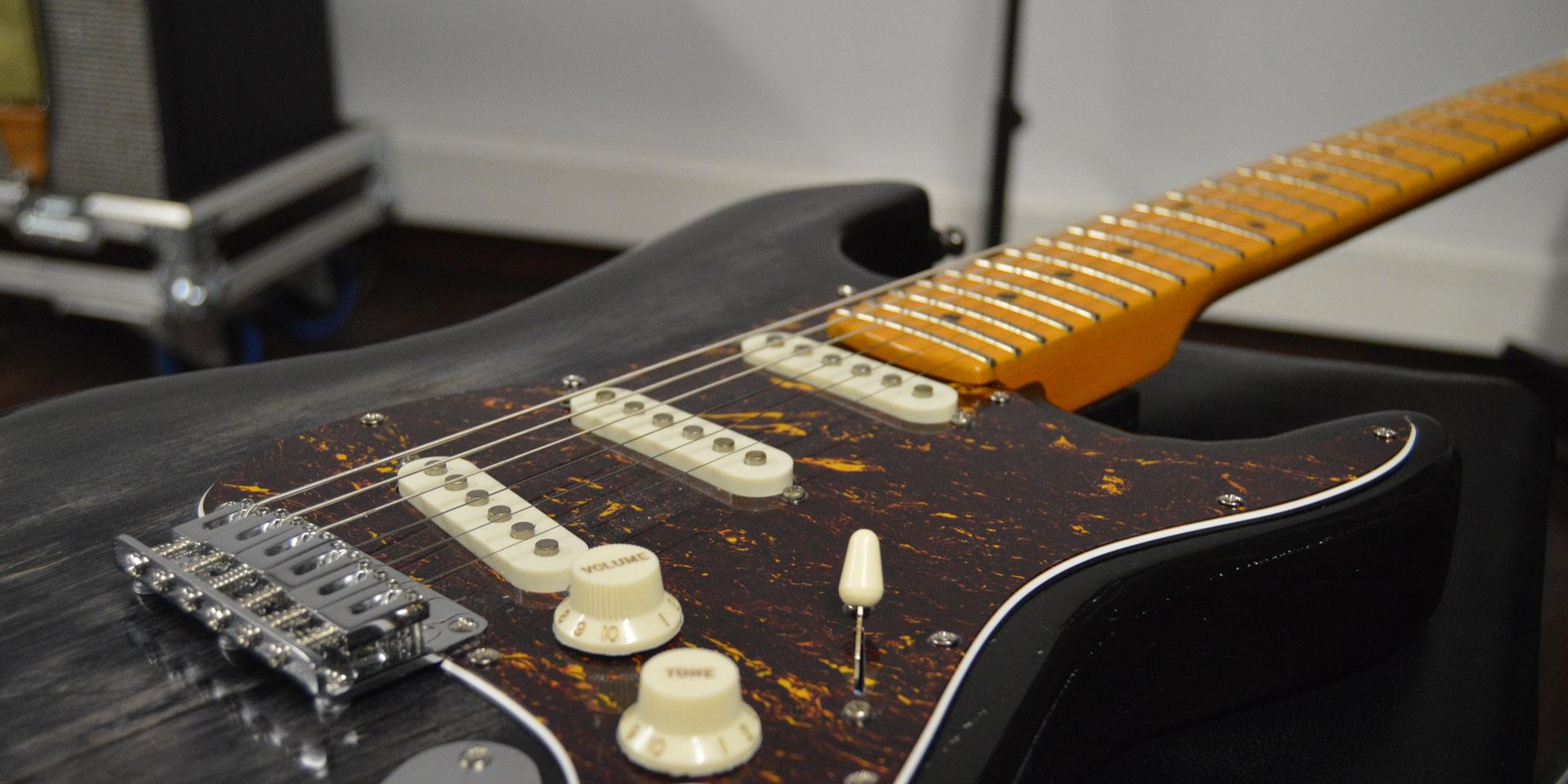 Guitarra horuitzontal
